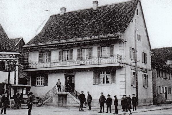 """Le restaurant """"au Lion"""" à Oltingue au début du XXe siècle, devenu le Musée Paysan"""